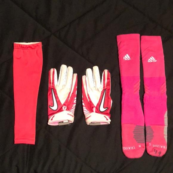 344aaf277d24 Nike Football Gloves